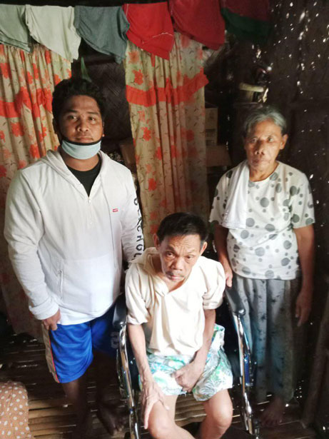 san-vicente-gives-wheelchair-and-food-pack